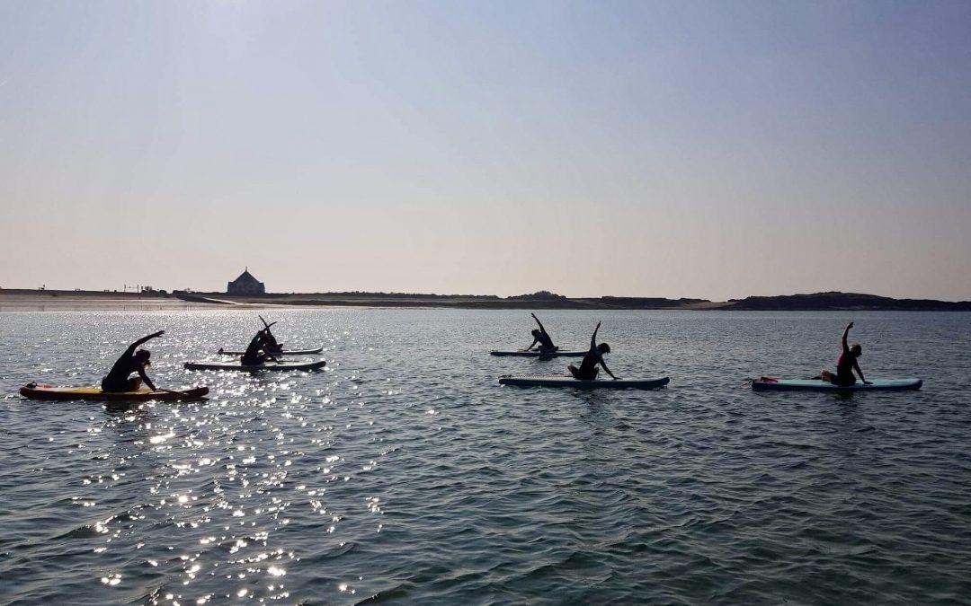 Paddle Yoga en Bretagne, l'union de la mer et du yoga