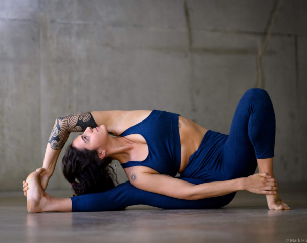 Perrine professeur de Yoga Arradon Vinyasa Yoga Aerien