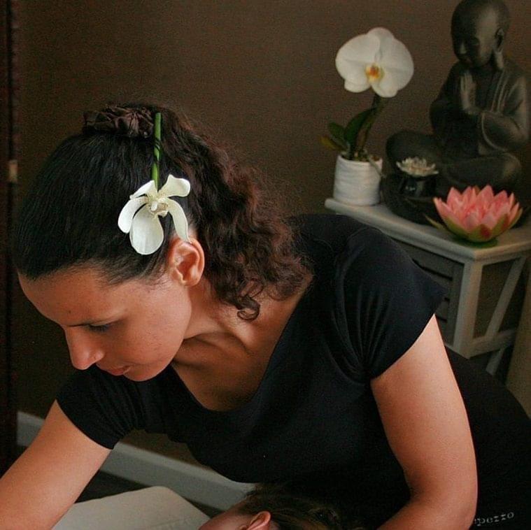 Evelyne Charolais - Massothérapeute